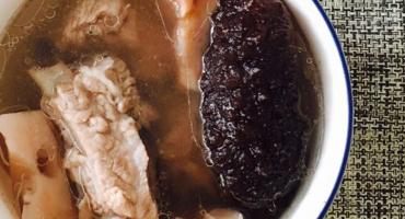 莲藕海参排骨汤